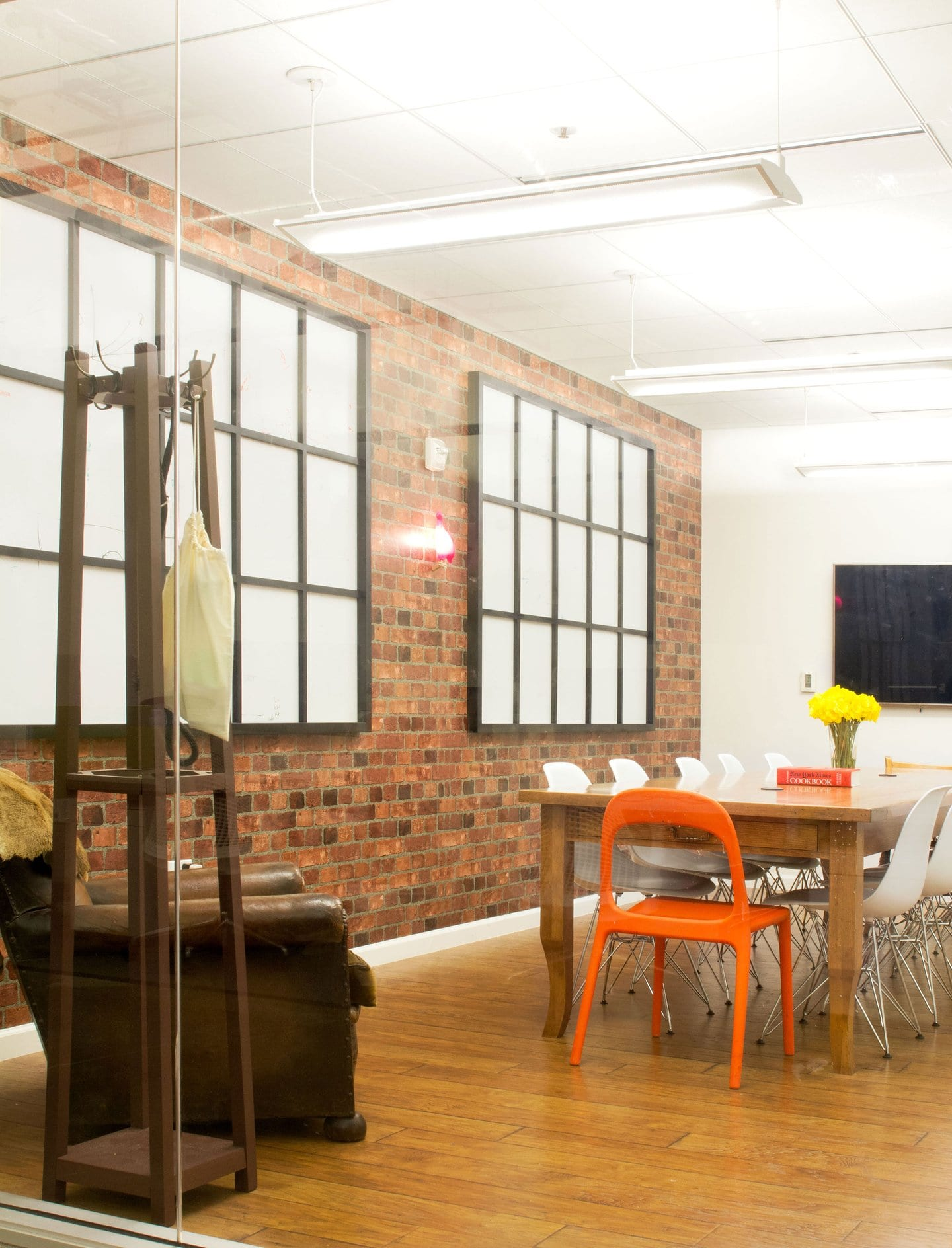 airbnb leads inspirational office arms race with strangelove war room cool office interiors airbnb cool office design train tracks
