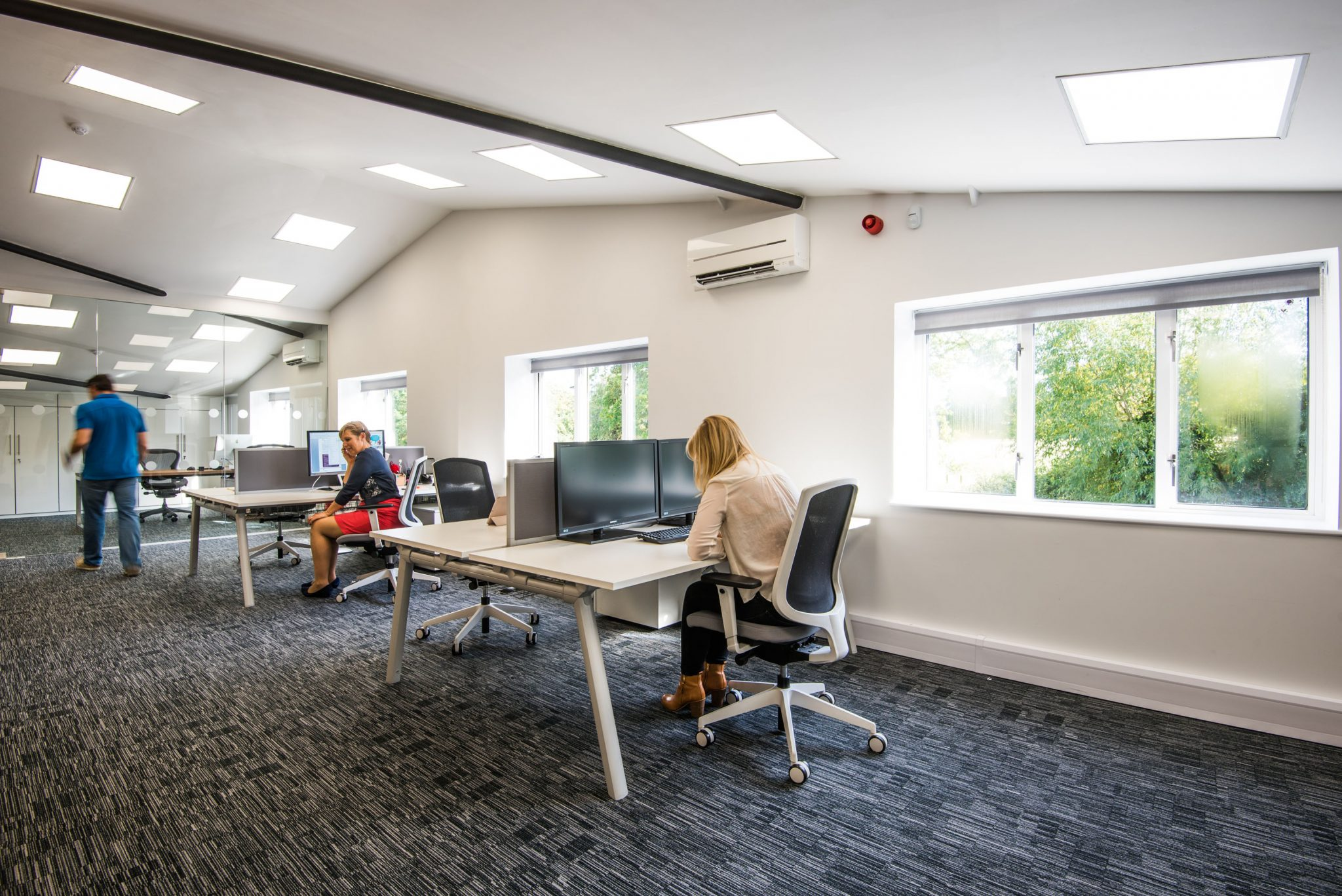 Strongbyte business interiors for Open plan office design