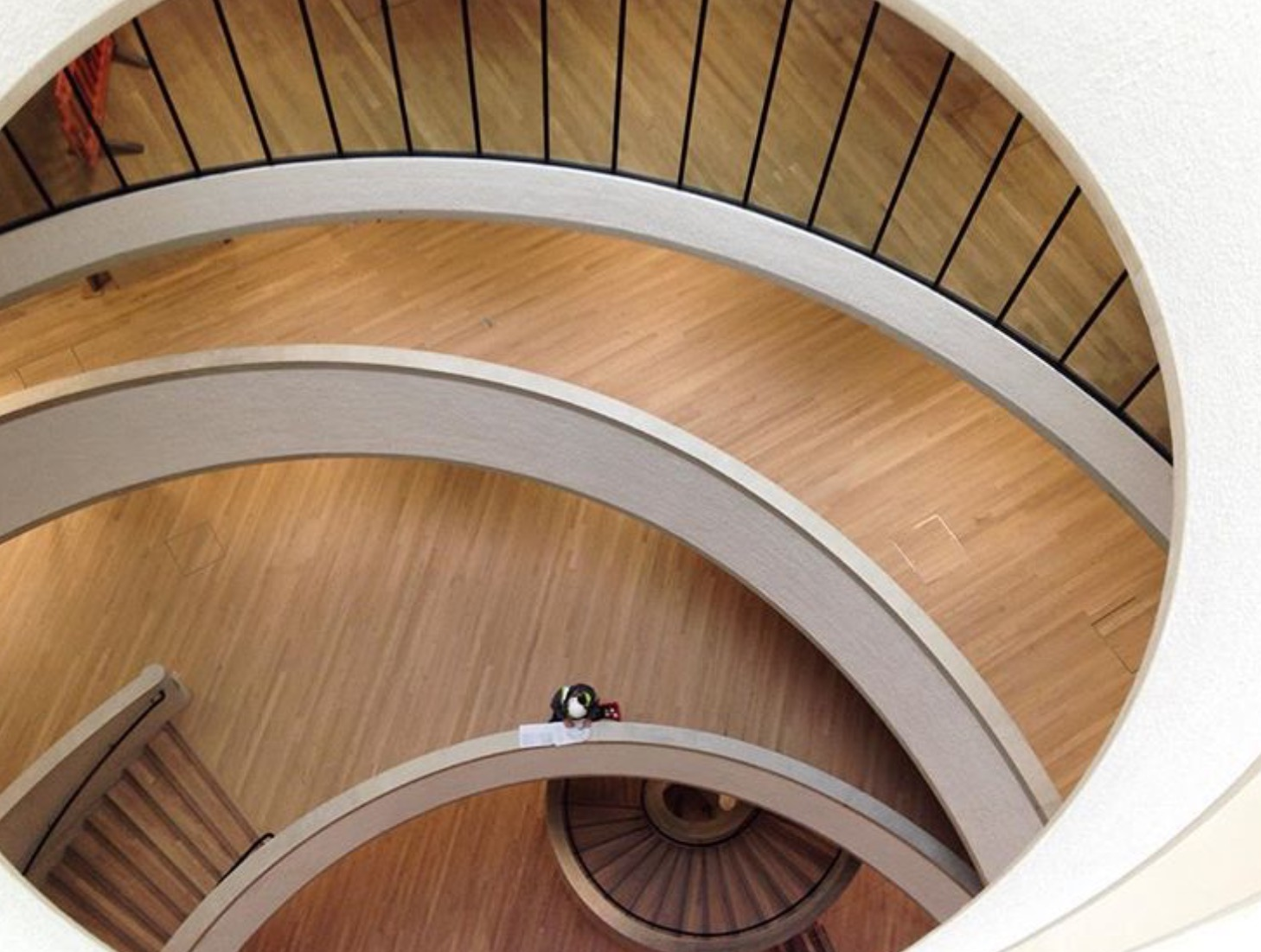 oxford-building-design-oxford-universitys-blavatnik-school-of-government-down-skylight-internal-stairs